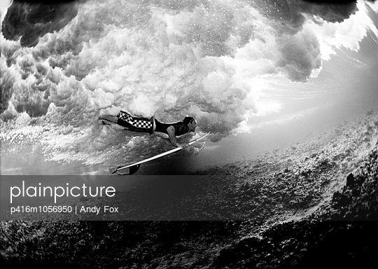 Surfer Unterwasser - p416m1056950 von Andy Fox