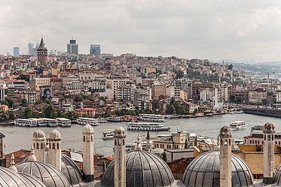 Blick auf Goldenes Horn und Beyoğlu - p253m1066033 von Oscar
