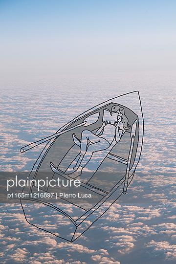 Ein imaginäres Boot über den Wolken - p1165m1216897 von Pierro Luca