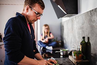 Man in kitchen - p312m2139670 by Anna Johnsson