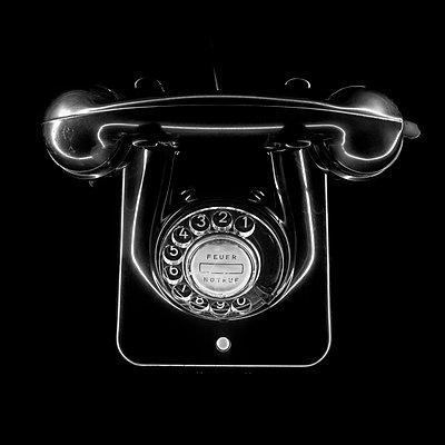 Altmodisches, schwarzes Telefon - p4900068 von Andreas Körner