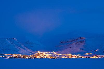 Longyearbyen, Svalbard  - p816m1496067 von Mangersnes, Roy