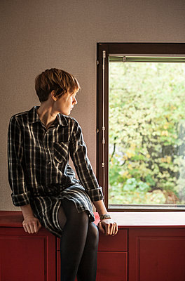 Looking out - p971m1488385 by Reilika Landen