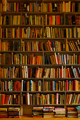 Set of bookshelves - p676m1525949 by Rupert Warren