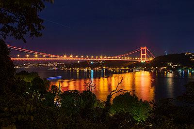 Nachts leuchten die Brücken - p1357m1207530 von Amadeus Waldner