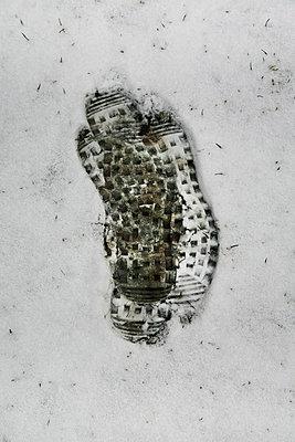 Fußstapfen im Schnee - p1038m901097 von BlueHouseProject