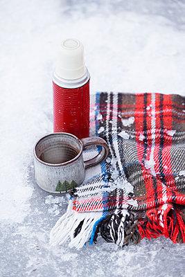 Coffee break on snow - p312m1521895 by Anna Kern