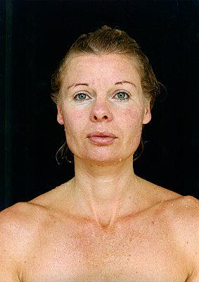 Porträt einer nackten Frau - p1205m1019737 von Annet van der Voort
