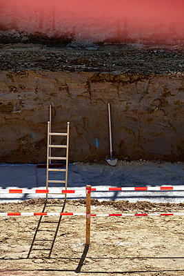 Hole pit construction site fundament ladder shovel - p609m1219803 by Studd