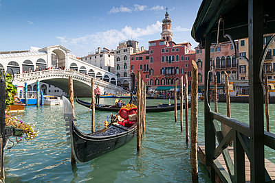 Rialto Bridge, Venice, UNESCO World Heritage Site, Veneto, Italy, Europe - p871m1206629 by Frank Fell