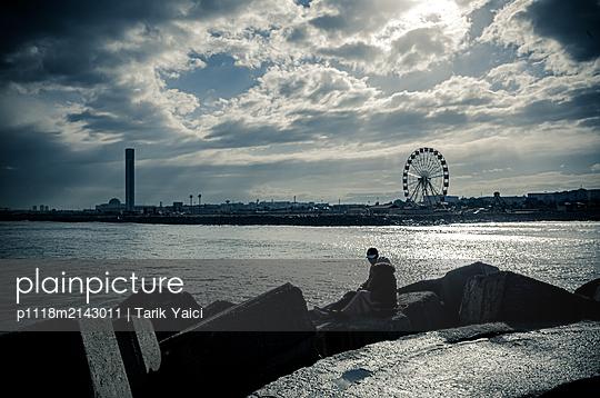 Couple by river - p1118m2143011 by Tarik Yaici