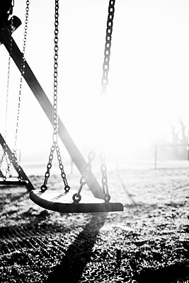 Still swing in a playground - p1228m2157905 by Benjamin Harte