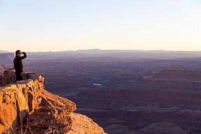 Blick über den Canyon - p756m1584492 von Bénédicte Lassalle