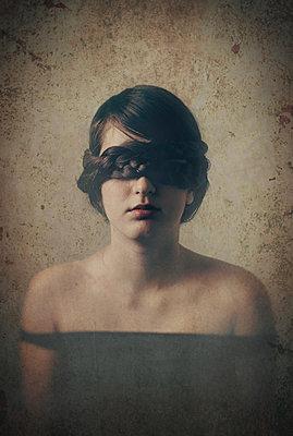 Verbundene Augen - p1432m2148310 von Svetlana Bekyarova