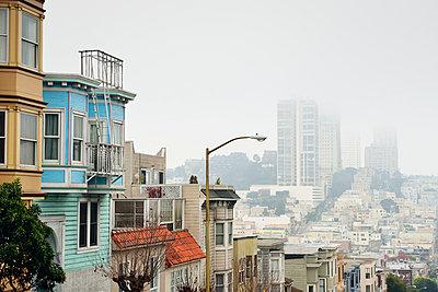 USA, California, San Francisco, houses at Union Street - p300m965145f by Biederbick&Rumpf