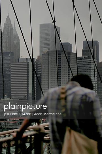 Exhausted, Brooklyn Bridge, New York - p1028m2214786 by Jean Marmeisse