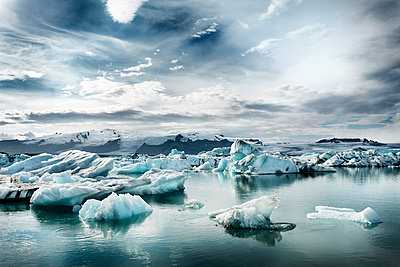 Iceland, South of Iceland, Joekulsarlon glacier lake, icebergs - p300m2023736 von Dirk Moll