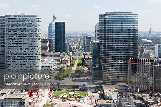 View on financial district La Defense - p445m1452421 by Marie Docher