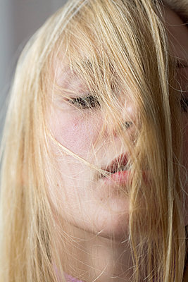 Frauen Lippen Close-Up - p1301m1424047 von Delia Baum