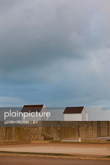 Strandhütten im Winter - p248m982886 von BY