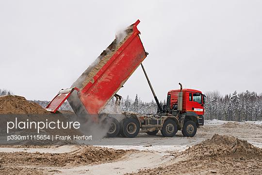 Dumper truck unloading - p390m1115654 by Frank Herfort