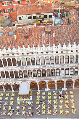 Italy, Veneto, Venice. Elevated view of Piazza San Marco. - p652m941612 by Ken Scicluna