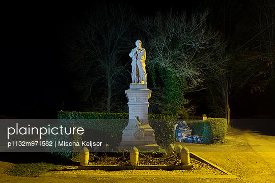 WW1 Statue Normandy, Quetteville - p1132m971582 by Mischa Keijser