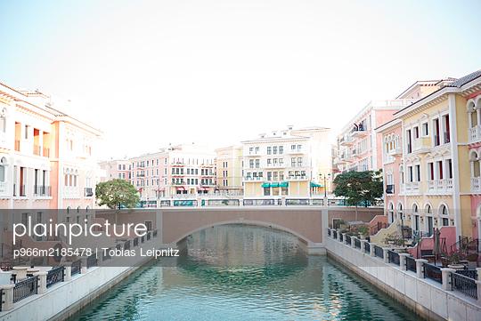 Künstliches Venedig - p966m2185478 von Tobias Leipnitz