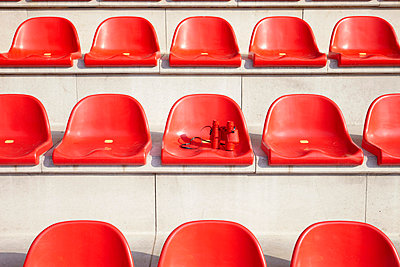 Red seats - p4641699 by Elektrons 08