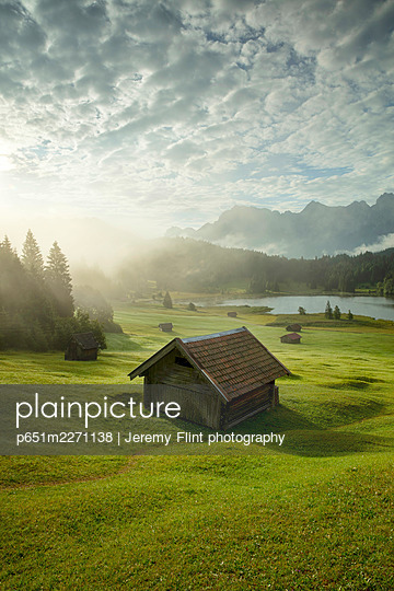 Lake Geroldsee, Mittenwald, Karwendel, Alps, Bavaria, Germany, Europe - p651m2271138 by Jeremy Flint photography