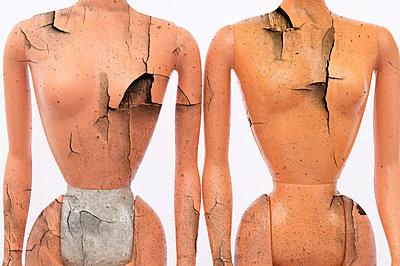 Broken dolls - p3640219 by T. Hoenig