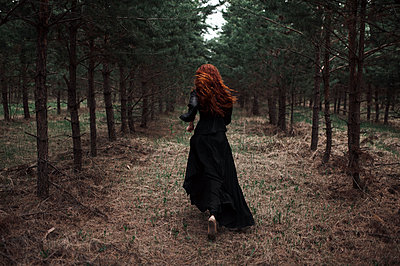 Caucasian woman walking on forest path - p555m1304696 by Marat Safin