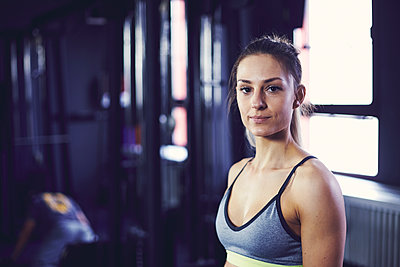 Portrait of young attractive woman at the fitness centre - p1166m2095541 by Cavan Images