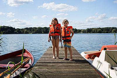 Kinder mit Schwimmweste - p1386m1488606 von beesch