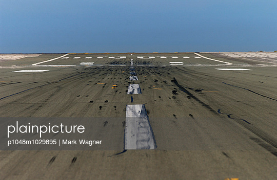 Touchdown - p1048m1029895 by Mark Wagner