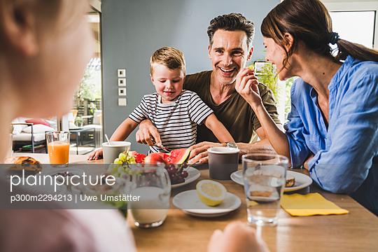 deutschland,mannheim,lifestyle,people,indoor - p300m2294213 von Uwe Umstätter