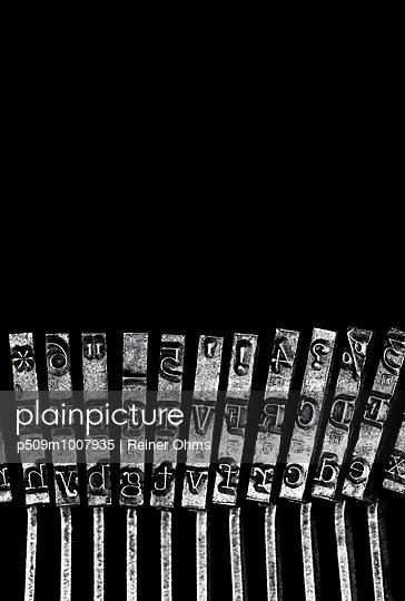 Typewriter - p509m1007935 by Reiner Ohms