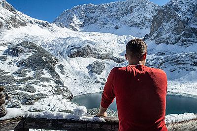 Aussicht auf Bergsee - p1272m2037758 von Steffen Scheyhing