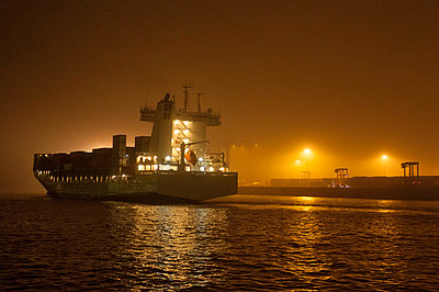 Containership - p178m808401 by owi