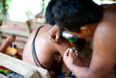 Tattoos in Panama - p672m1144520 von Vanessa Chambard