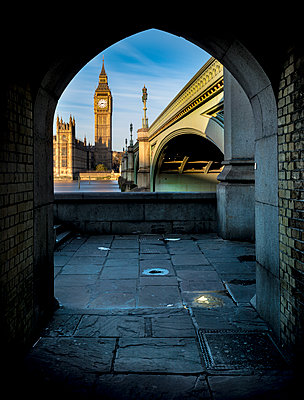 UK, London, River Thames with Westminster Bridge and Big Ben - p300m1206207 by Markus Pavlowsky