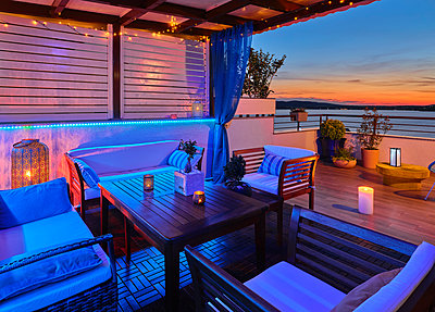 Terrace near the sea - p390m2287832 by Frank Herfort