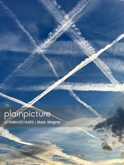 Airliner vapour trails over London - p1048m2016455 by Mark Wagner