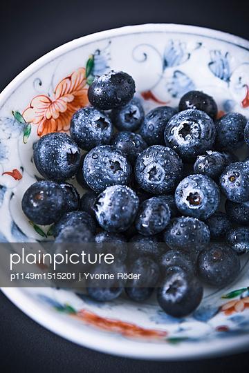 Blueberries - p1149m1515201 by Yvonne Röder