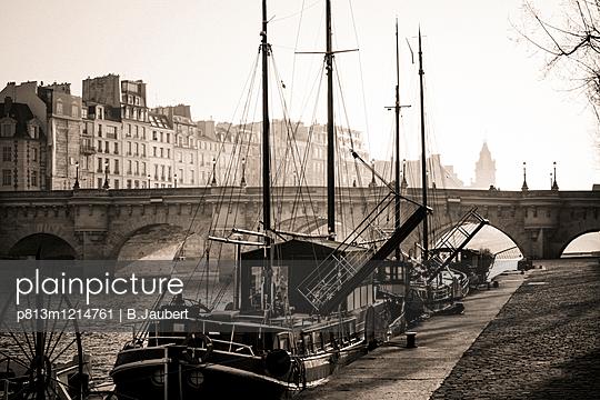 Pont Neuf and the Ile de la Cite in Paris, France - p813m1214761 by B.Jaubert