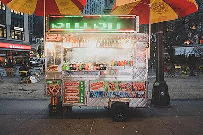 Hot Dog Stand - p1345m1225510 von Alexandra Kern