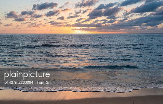 USA, Florida, Boca Raton, Sea waves at sunrise - p1427m2283084 by Tom Grill