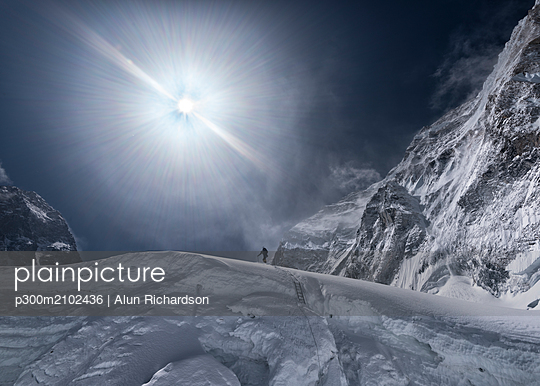 Nepal, Solo Khumbu, Everest, Mountaineer at Western Cwm - p300m2102436 by Alun Richardson
