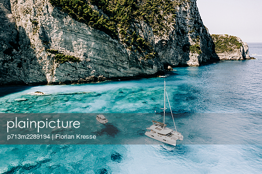 A catamaran and motorboats on the coast, Zakynthos, Greece - p713m2289194 by Florian Kresse