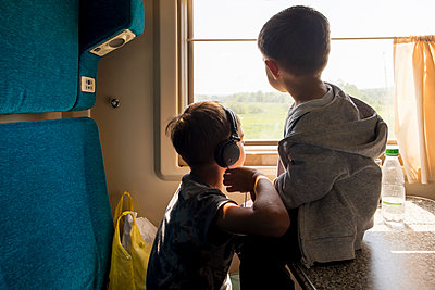 Mari brothers looking out train window - p555m1411680 by Aliyev Alexei Sergeevich